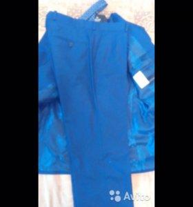 Мужской синий костюм