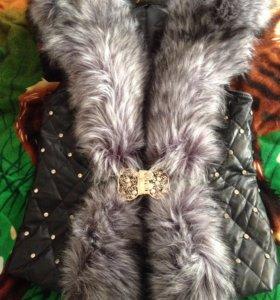 Кожаная жилетка с мехом