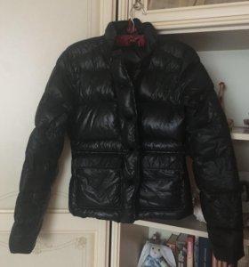 Осенняя чёрная пуховая куртка