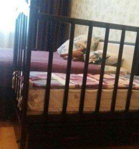 Детская кроватка с поперечный маятником