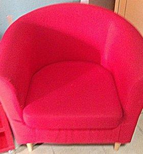 Кресло для ожидания и журнальный столик