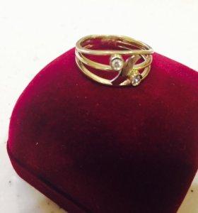 Кольцо золотое с брильянтами  7,5гр.