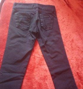 Брючки-джинсы