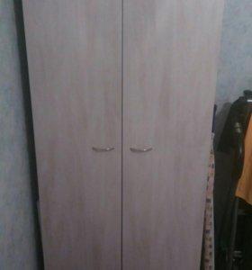 Шкаф платяной