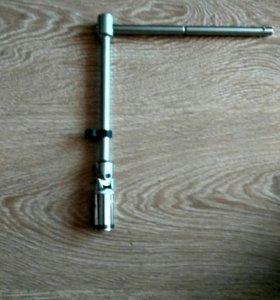 Ключ свечной карданный.