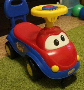 Детская каталка машина