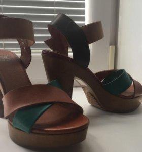 Продам туфли в отличном состоянии (носили 2 раза)