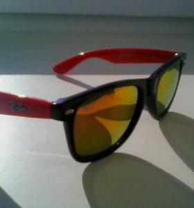 Солнце защитные очки.