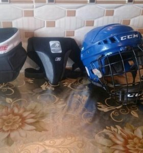 Продам шлем хоккейный,ракушку,ошейник