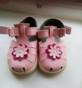 Продам сандальки