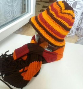 Шляпка вязаная с шарфом