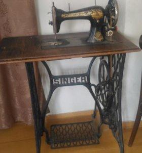 Напольная швейная машинка.