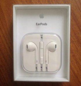 Гарнитура Apple Earpods.