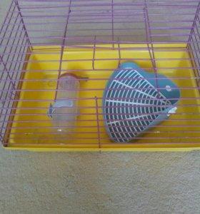 Клетка для животных переноска ,поильник,туалет.