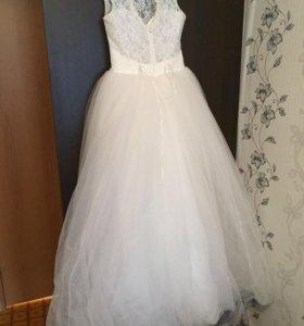 Свадебное платье,рукавички и полушубок