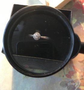 Кольцо из белого золота 585 проба с фианитами