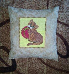 Подушка с вышивкой ручная работа