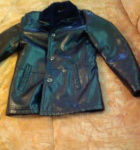 Кожанная куртка . Мужская цвет чёрный