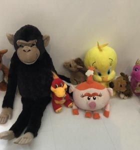 Нюша, обезьянка и др. мягкие игрушки на 2 фото