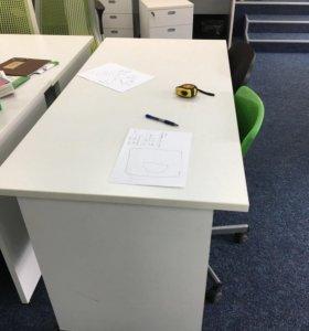 Офисный стол и тумбочки