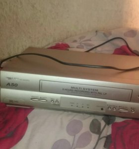 Видиомагнитофон кассетный