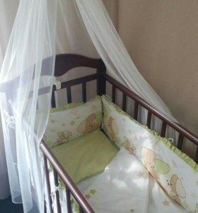 Детская кроватка с аксессуарами