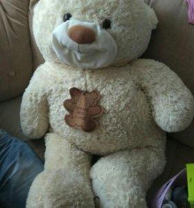 Медведь очень большой