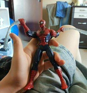 Игрушка человек-паук двигается
