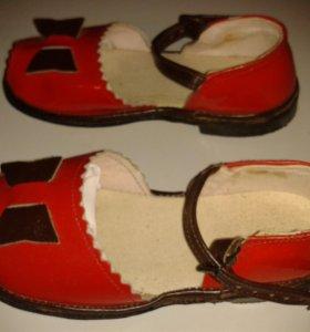 сандалии из натуральной лакированной кожи