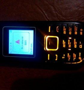 Телефон только под Билайн есть слот под флэшку