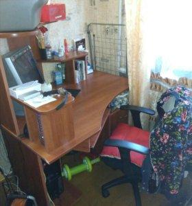 Компьютер, стол, стул