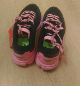 Шикарные легкие кроссовки 40-40.5