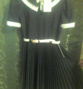 Платье школьное новое!!!