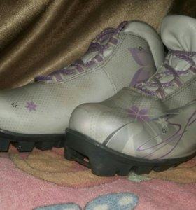 Лыжные женские ботинки р-38,б/у1 сезон