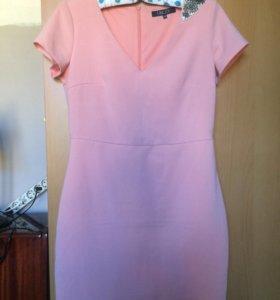 Розовое платье L