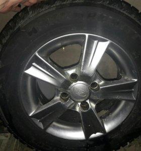Зимнии шины и диски комплект