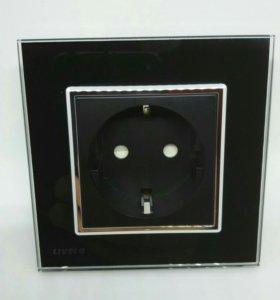 Черная стеклянная розетка livolo