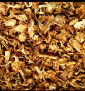 Лисички и белые грибы сушёные