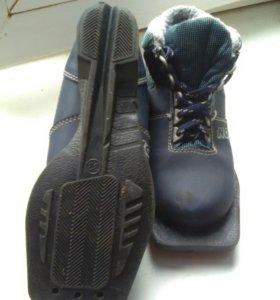 Лыжные ботинки 33р