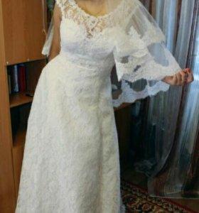 Свадебное платье, фата, шубка
