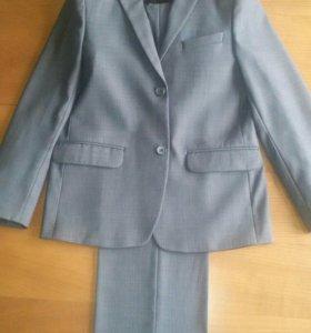 Школьный костюм+4 рубашки