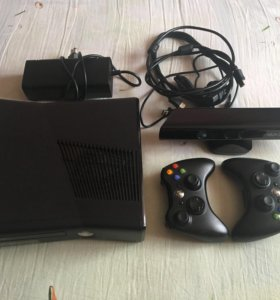 Xbox 360+kinect+2 геймпада+игры