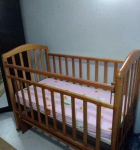 Кроватка-маятник с матрацом
