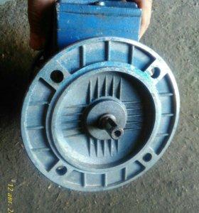 Электродвигатель, производство Италия.