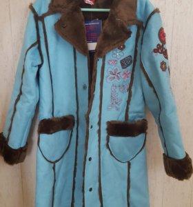 Красивое пальто на девочку 4-7 лет.