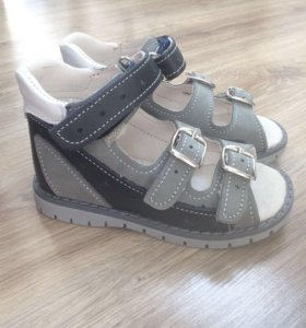 НОВЫЕ детские кожаные сандали