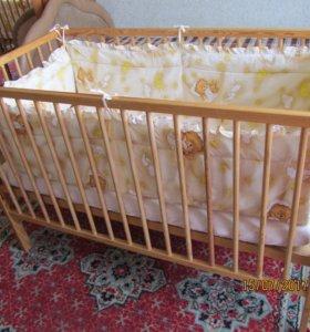 Детская кроватка с постельным бельём