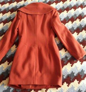 Пальто. Размер 42-44 в отличном состоянии