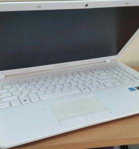 Ноутбук 15.6 Samsung на i3