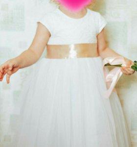 Кружевное платье с юбкой из фатина